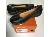 Ladies Clarks black leather shoes - size 9