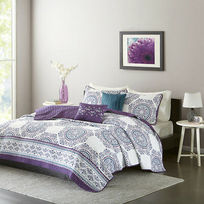Intelligent Design Anika Reversible Coverlet Set