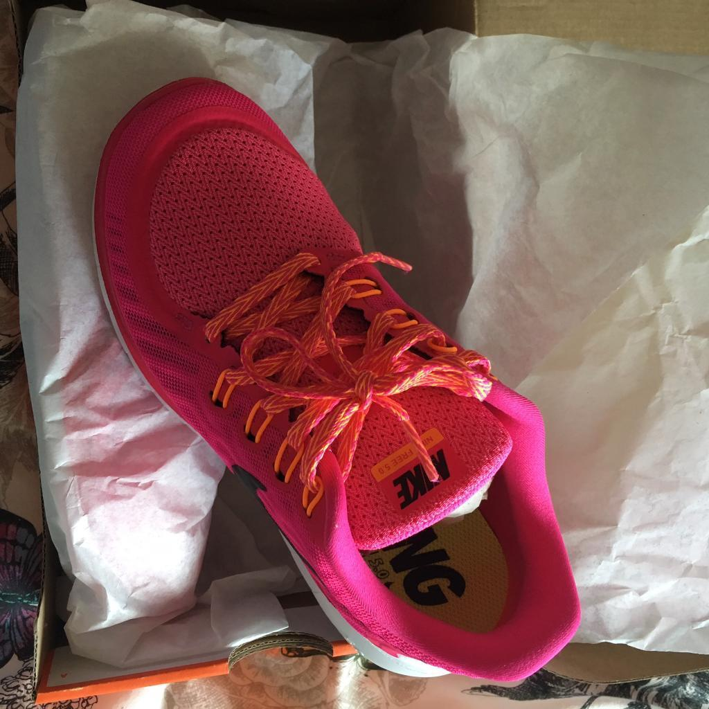 Nike running shoes trainers size 4 newin Kidlington, OxfordshireGumtree - Nike running shoes/trainers.New Size 4Box a little battered but thats how they arrived. Genuine reason for sale too small & not brand Im after. Too late to return