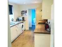 DOUBLE ROOM TO LET £300PCM BILLS INC