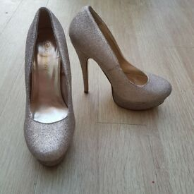 Atmosphere golden glitter shoes size 7/ 40