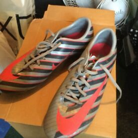 Size 5.5 Mericurial Nike boots stripe