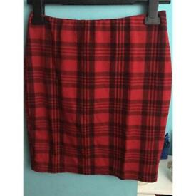 ✨Red and black checkered size 10 New Look skirt