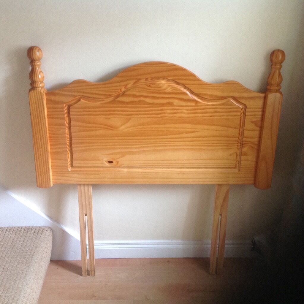 Solid pine wood single bed size headboard, wooden struts included, v good condition