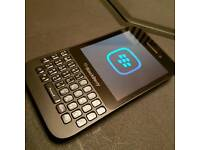 Blackberry Q5 on EE immacukate