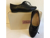 BRAND NEW Clarks girls black leather school shoes in size 2