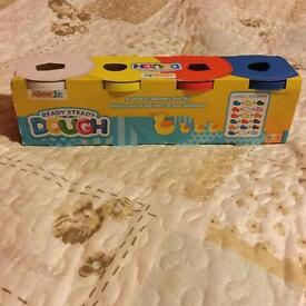 Nick JR Play-Doh Ready steady Dough jumbo 4 pot in a pack