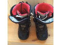 Ladies Roxy snowboard boots
