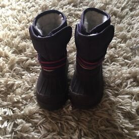 JoJo Maman Bebe snow boots in size 5