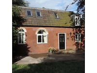 Stunning 3 bedroomed Coach House in the heart of Redland