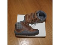 Clarks First Shoes, Pre Walker Tiny Jay Trainers / Boots, UK Infant 3.5 F