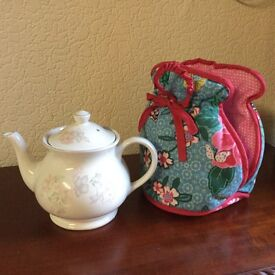 Teapot with cosy