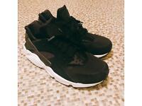 Nike Huarache black & white size uk 8.5