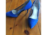 Ladies shoes/ wedged size 6.5
