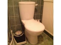 Ceramic toilet and close coupled cistern