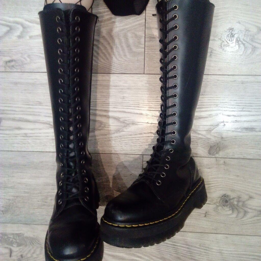 ec58777d42b5 Dr Martens Britain boots