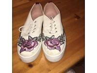 Topshop size 6 embroidered platform shoe