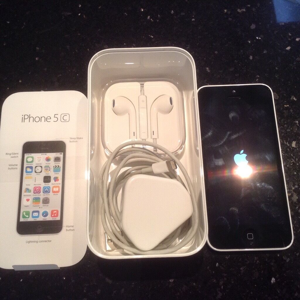iPhone 5c 8gb White very good condition unlocked reset 3G4G charger and unopened headphones75in Edinburgh City Centre, EdinburghGumtree - iPhone 5c 8gb white very good condition unlocked to any network factory reset 3G & 4G. Charger and never opened headphones included. One careful non smoking lady owner selling as upgraded to take more photos of grandkids. City centre location but...