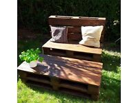 Reclaimed pallets wood coffe table on wheels and bench