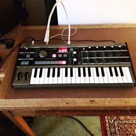 Korg MicroKorg Synth Keyboard + Vocoder Mic