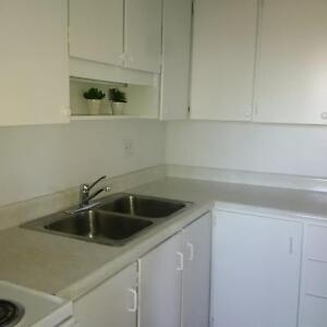 3BR Executive Suite in Shakespeare, -SEE OPEN HOUSE HOURS BELOW Stratford Kitchener Area image 6