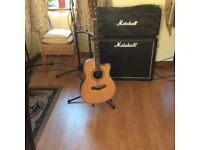 Electric/acoustic guitar in good condition
