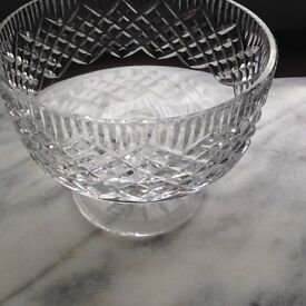 Beautiful crystal bowl, ideal central table piece for the discerning.