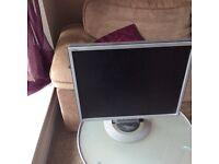 """Fujitsu Siemens 19"""" flatscreen pc monitor and speakers"""