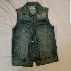 Gilets for sale. Size:Small