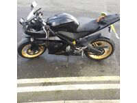 Yamaha yzfr125 black and gold