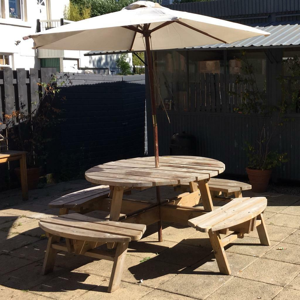 Outdoor table 8 seats with umbrella stand