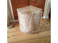 Wicker laundry basket with hinged lid