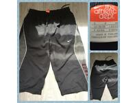 """Genuine Nike 3/4 shorts size 26/28"""" waist in fab condition"""