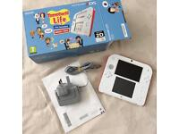 Red & white 2DS With pre-installed Tomodachi life (2months old)