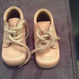 Baby kickers pink size 18