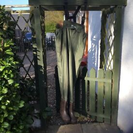 Size 9 Diawa Fishing waders. Water tight & good condition