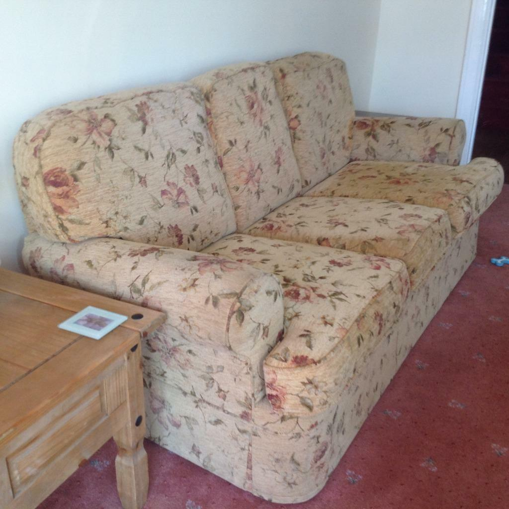 Very Pretty Quality Two Seater Sofa Buy Sale And Trade Ads