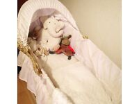 Baby Moses basket with rocking stand + 2 sheet
