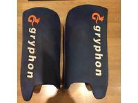 Hockey legguards Gryphon like OBO