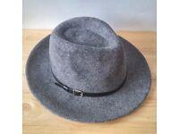 Trendy Oliver Bonas 100% wool hat
