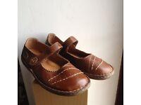 TRUE FORM shoes , size 5