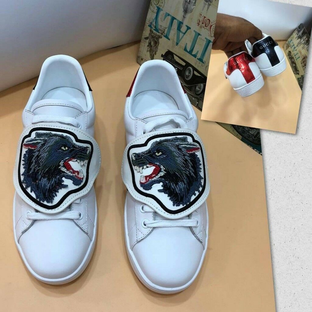 5118d80043a Gucci classic Ace Wolf Removable patches sneakers (White).