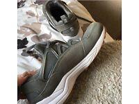 Nike Air Huaraches Grey, Size 6