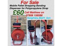 Mobile pallet strapping banding dispensor