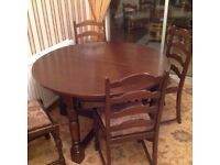 Oak dining table and 6 chairs, very good condition.
