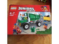LEGO JUNIORS : SET 10680 GARBAGE TRUCK (COMPLETE)