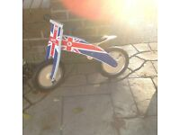 Kiddimoto curve balance bike in Union Jack design