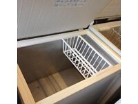 CHEST FREEZER NICE N CLEAN ,,,,,,, WARRANTY AND FREE DELIVERY