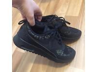 Nike theas reflective leopard print size 5