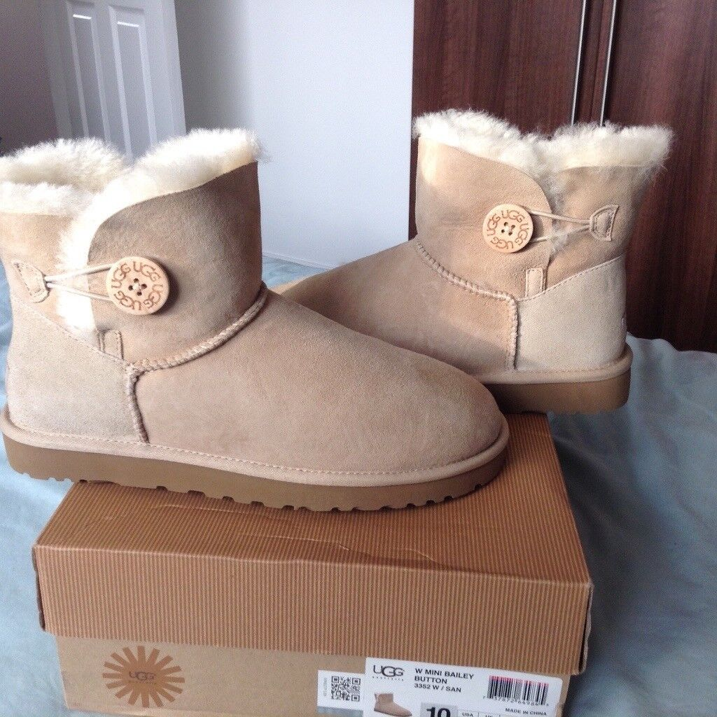 Brand new Ugg boots size 8.5 us 10   in Newthorpe, Nottinghamshire   Gumtree